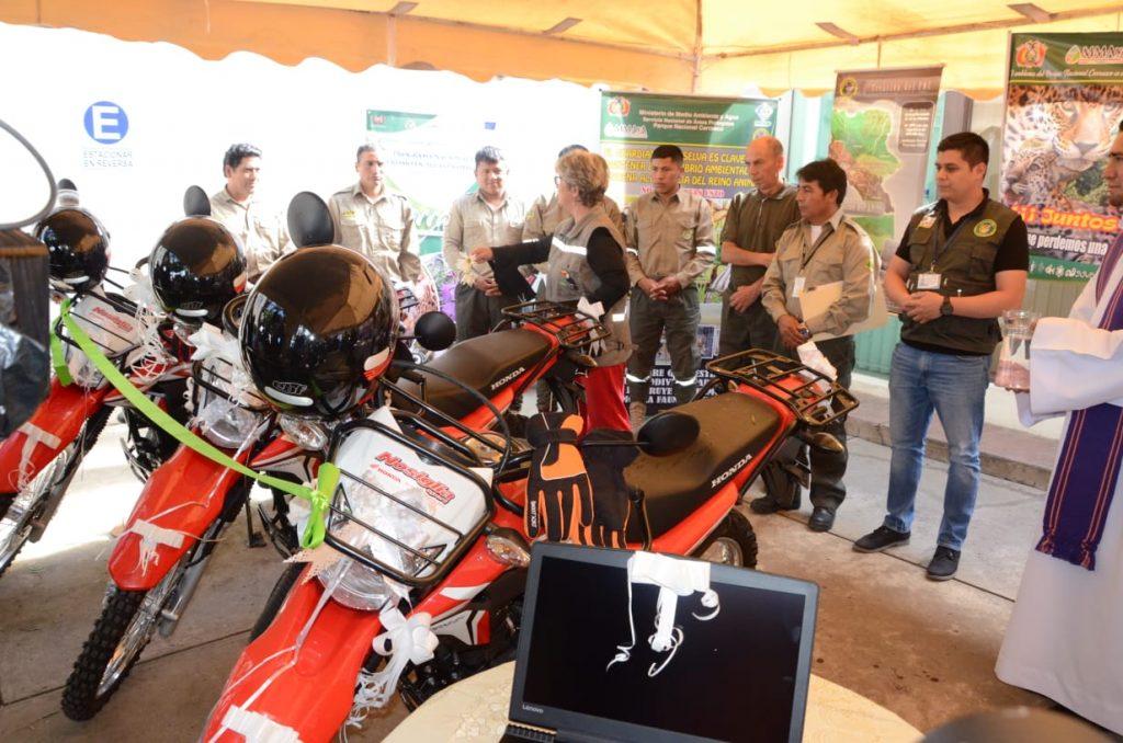 Entrega de motocicletas al Parque Nacional Carrasco