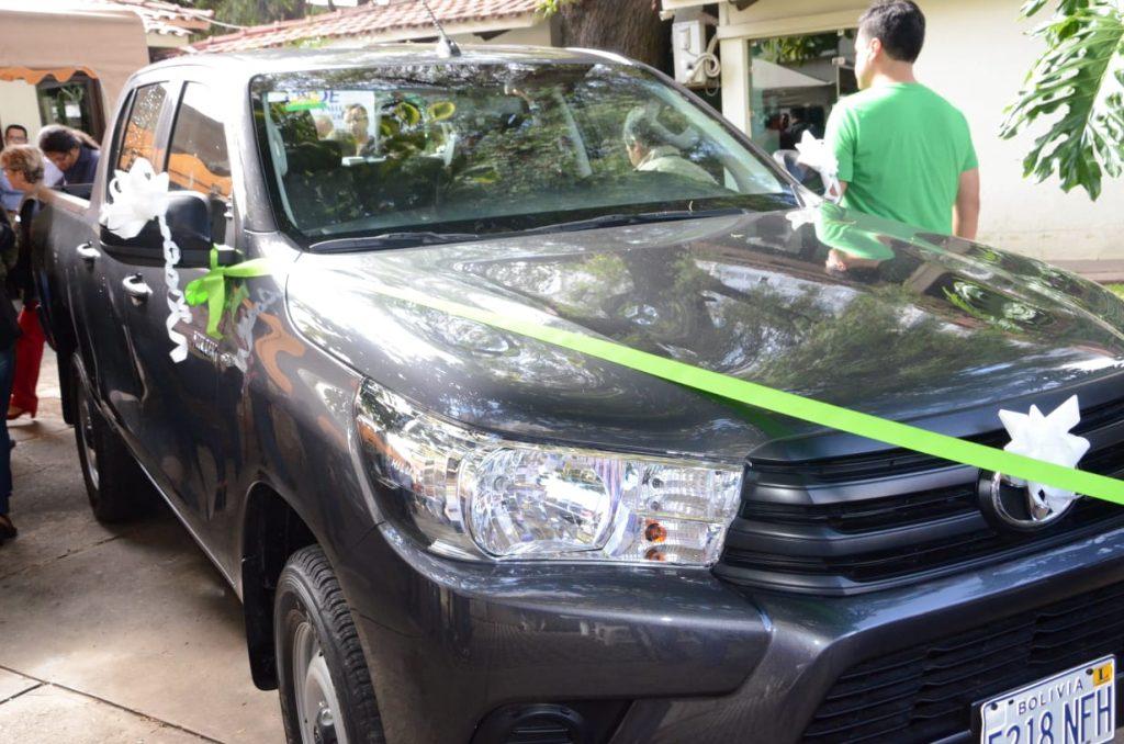 Entrega de las vagonetas al Parque Nacional Carrasco