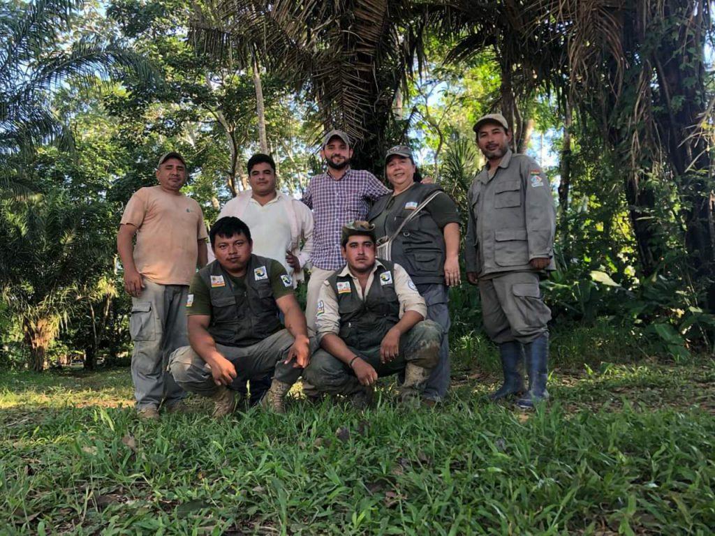 Ana Vaca Salazar con sus compañeros guardaparques