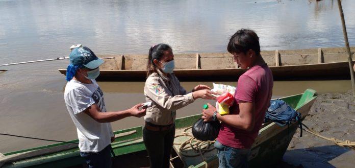 Personal del Parque Nacional Madidi dona víveres a comunidades