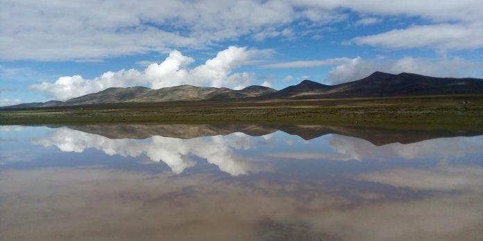 Laguna en la Cordillera de Sama