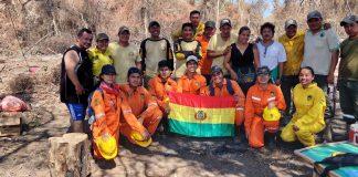 Cuerpo de protección, bomberos forestales de la Gobernación de Santa Cruz y voluntarios.