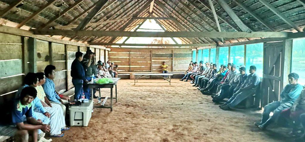Autoridades y habitantes de la comunidad de Oromomo.